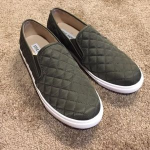 Steve Madden army green slip on flats!